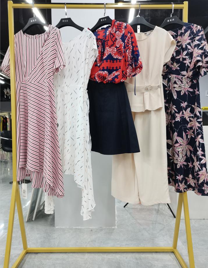 """成都品牌女装折扣店铺服装运营之定价策略 店铺营销定价让顾客""""就想买它"""""""