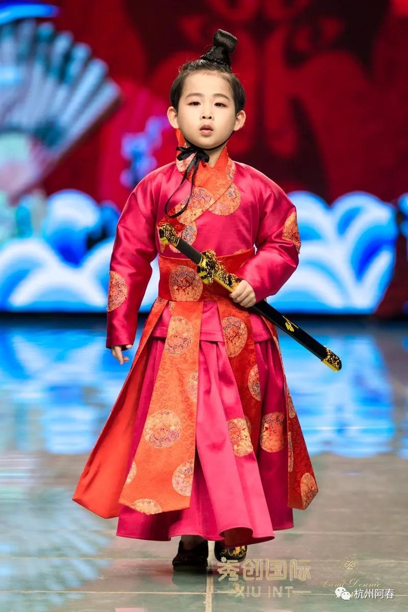 设计名师傅素琴的《汉锦》惊艳2020上海国际品牌童装发布会