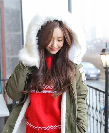 毛衣 大方/寒冷的冬日自然需要温暖棉服的呵护,只需内搭一件毛衣就能轻松...