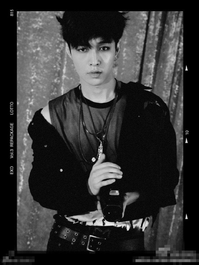 EXO专辑《LOTTO》黑白轻熟画风公开 网友:张艺兴朴灿烈烟熏妆帅到窒息