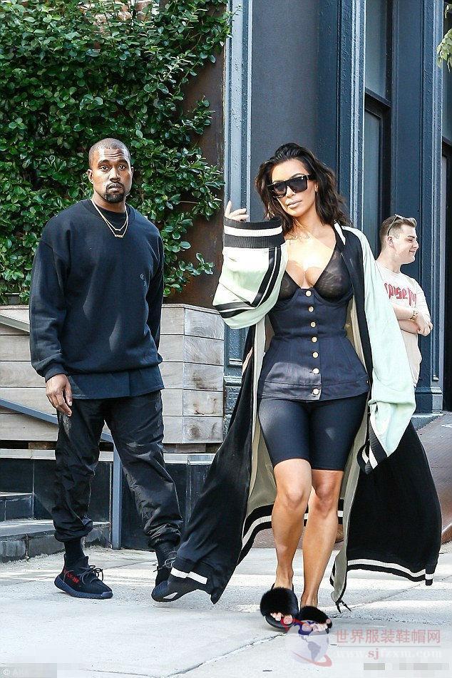 卡戴珊Kim Kardashian和老公侃爷纽约出街 大玩透..