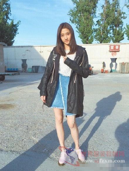 张雪迎关晓彤开学把私服穿的这么美 你更喜欢哪一款?