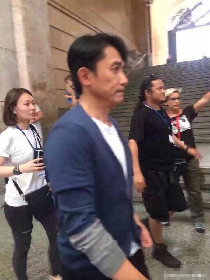 吴亦凡唐嫣和梁朝伟拍新电影《欧洲攻略》 网友:开始穿深秋装的男神