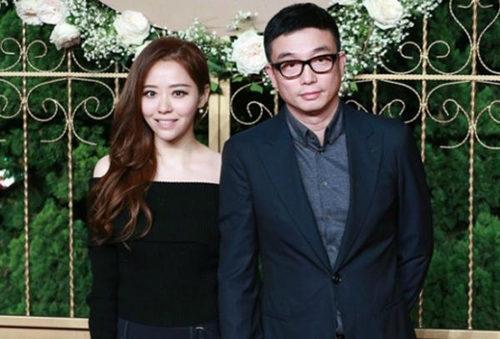 母亲反对张靓颖冯柯结婚,张发布会灰色裙出境!