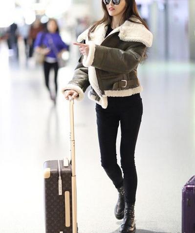 明星最新机场街拍:唐嫣周冬雨穿得很温暖