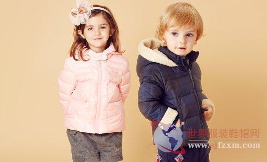 隶属于成长新天地童装销售公司的贝贝王国,起源于法国,一个极尽浪漫之姿的国度,为小天使们制造的是爱与关心编织而成的童话服装之旅,让孩子的童年充满斑斓与炫丽。一位年轻母亲对爱与善良的追寻,打造出的一个以婴童服装、服饰为主的专业婴童品牌。在产品设计上更注重婴童穿着的舒适性、、安全性,更注重环保与自然、美观的结合。是由成长新天地独家推出的国际化品牌,将法国的育婴文化在中国进行深入的传播与推广,其款式设计更是结合婴童特有的身体结构特点,样式简洁,世界服装鞋帽网的小编带你更深入了解一下贝贝王国。