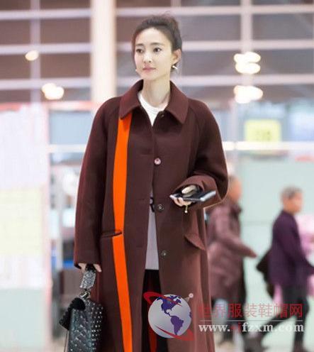杨幂毛绒外套很可爱 唐嫣的大衣领衔时尚风