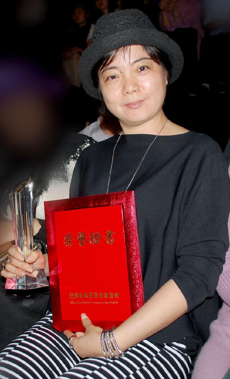 专访丨深圳时装新锐设计师刘仲英:让设计点亮都市文艺女魅力