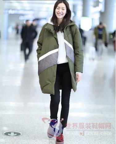 大表姐刘雯很讨喜 她的美是穿出来的
