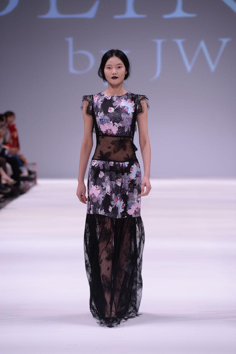 香港时装节秋冬系列正举行 设计新晋展示创意力量