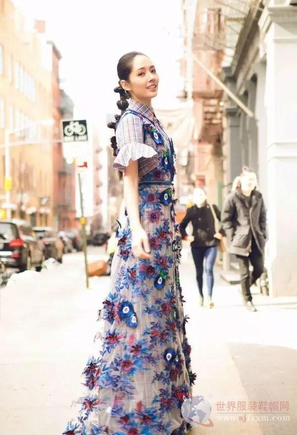 春季流行的印花裙 分分钟让人心动不已