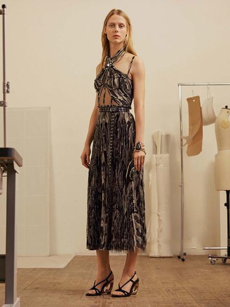 极具现代感的女装系列来袭 神秘独特