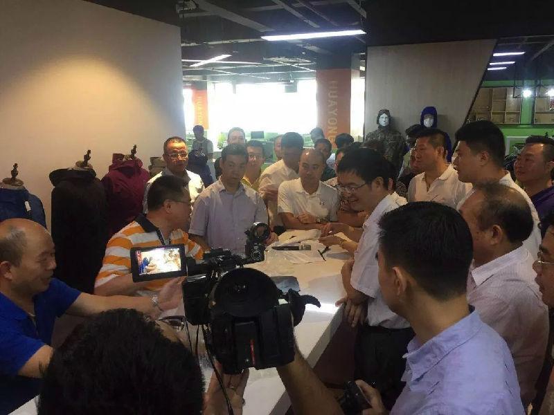 石狮市委书记、市长带领企业家走访石狮优秀企业