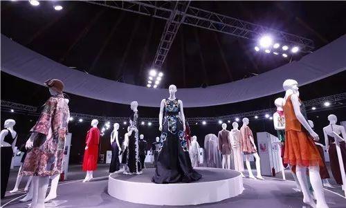 中国时尚,从心出发 ——梅赛德斯-奔驰中国国际时装周在京开幕