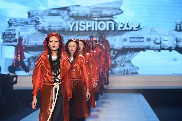 22届国际时装周第三天:世界小姐助力演绎虎门时尚