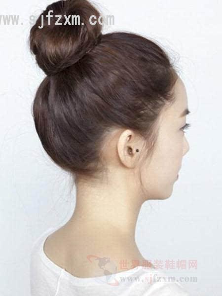 步骤三:最后用发夹将发尾固定