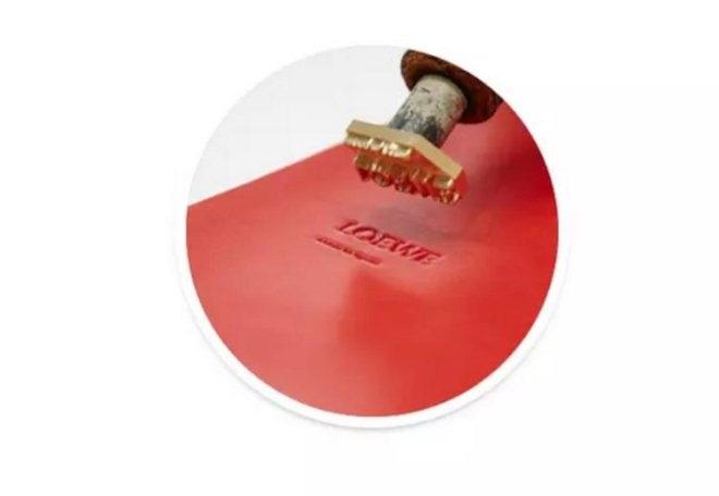 天猫开快闪店卖Loewe手袋