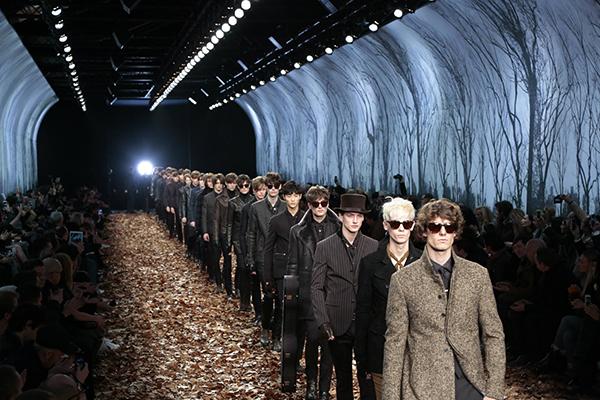 """纽约时装周的""""宠儿""""们为何会逃往巴黎?"""