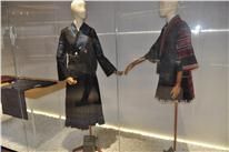 中华民族地大物博来自各个不同民族的传统服饰