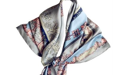 穿衣打扮:保暖又美观的配饰非丝巾莫属