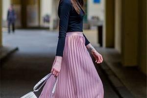 女人過了50歲不服老!初秋可以買這3款裙子,減齡更顯氣質
