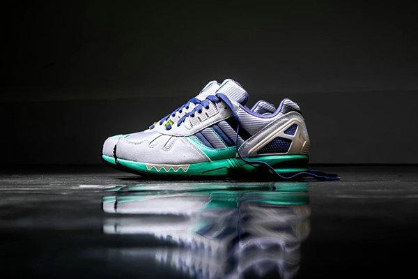 "Adidas ZX 7000の靴のタイプの新しい""30"