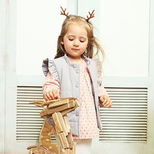 1001夜童装品牌给小女孩公主的着装体验