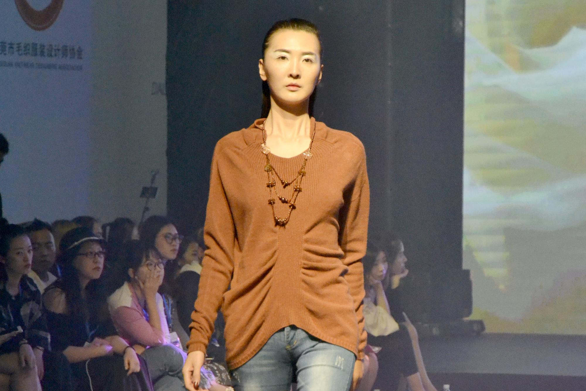 依菲拉精彩演绎2018/19中国(大朗)毛织服装流行趋势