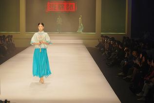 第22届服交会中国大学生郑林祥以作品《异装》一举夺魁