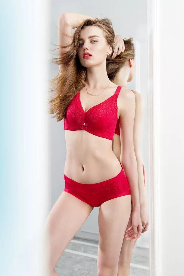 美思与您相约国际品牌内衣展 为您带来了法国吉维尼小镇浪漫风情